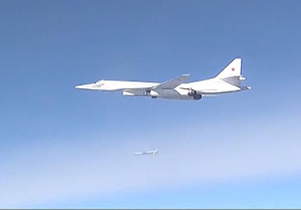 فیلم / اسکورت بمب افکن های روسیه با جنگنده اف 14 ایران