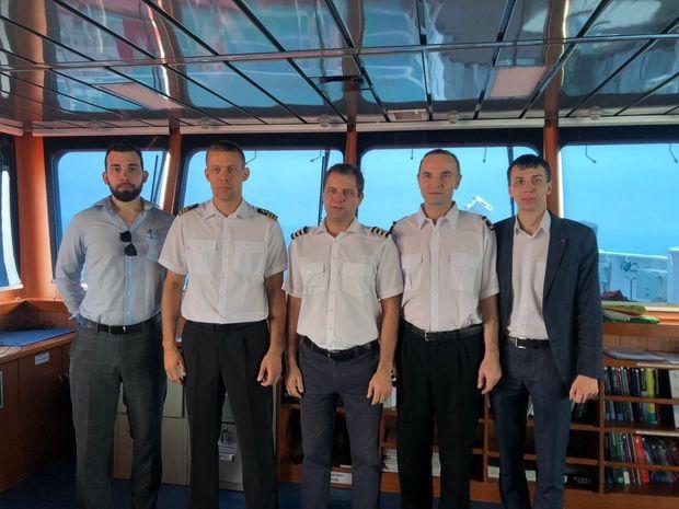 مسئولان سفارت روسیه با خدمه روسی نفتکش انگلیسی دیدار کردند