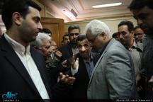احمدی نژاد در مراسم ختم سید رضا نیری در مسجد امام صادق(ع)+عکس