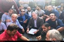 حضور کریم یاوری در میان کارگران معترض گروه ملی فولاد  انجام فروش خارج از بورس محصولات شرکت