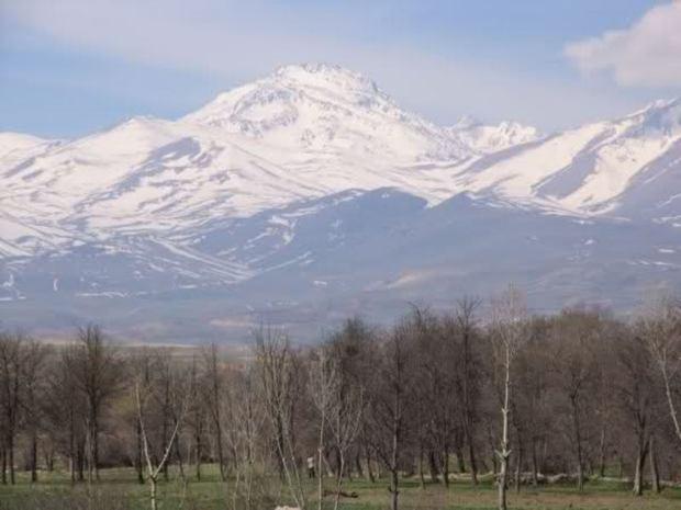 کوهنورد فسایی به قله 4811 متری سبلان اردبیل صعود کرد