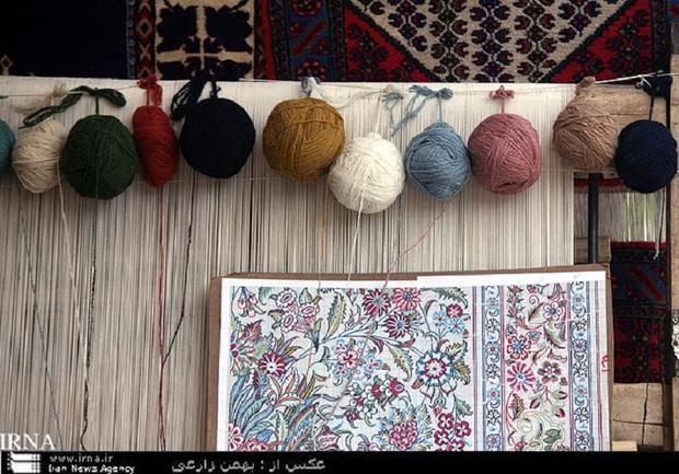 نخستین نمایشگاه طرح و نقشه فرش دستباف در کرمانشاه آغاز شد