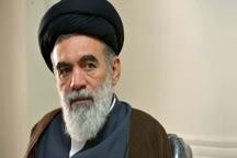 ملت ایران با مشت آهنین خود پای انقلاب و رهبری ایستاده است