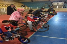 مسابقات سه چرخه سواری کودکان در مهاباد برگزار شد