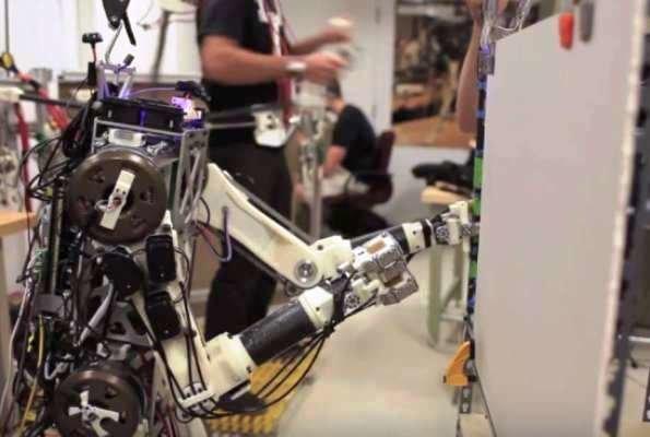 روباتی که با مغز انسان کار می کند