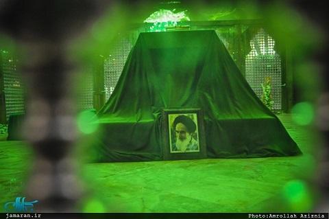مراسم شب تاسوعای حسینی در حرم امام خمینی برگزار شد