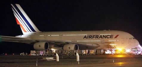 فرود اضطراری ۲ هواپیمای فرانسوی در پی تهدید بمبگذاری