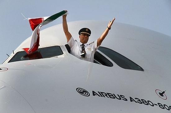خلبان ایرانی که «ایرباس 380» را به تهران آورد +عکس