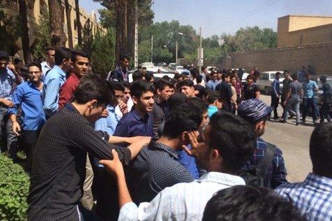 تجمعات دانش آموزان رفتار نمایشی اجتماعی بود