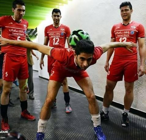 والیبالیستها و حرکات نمایشی فوتبال+ تصویر