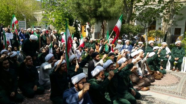 تجمع طلاب و روحانیون تهران در حمایت از سپاه برگزار شد