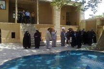 بازنشستگان تامین اجتماعی مشهد مقدس از بیت تاریخی امام خمینی(س) در خمین بازدید کردند