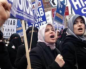 مخالفت وزیرکشور ایتالیا با ممنوعیت حجاب