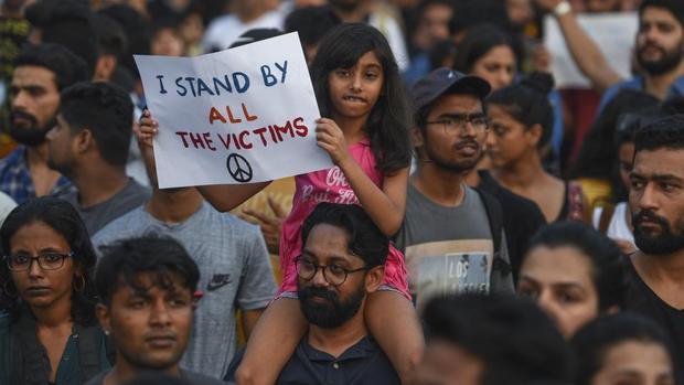 خشم و اعتراض گسترده در هند به دلیل تجاوز و قتل دختربچه 8 ساله+ تصاویر