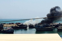 آتشسوزی در اسکله چند منظوره کنگان  ۱۳ لنج در آتش سوخت