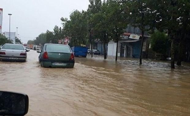 تلاش 100 اکیپ شهرداری یزد برای رفع آبگرفتگی معابر