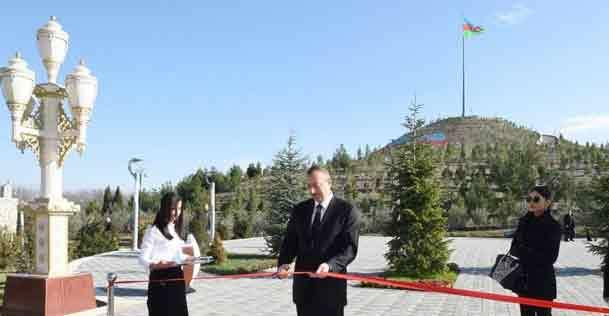 رئیس جمهور و همسرش در افتتاحیه موزه+ عکس