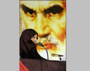دختر حضرت امام: در حال حاضر وضعیت مادر به حالت قبلی درآمده است