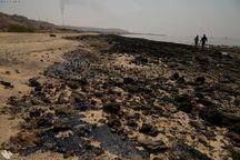 پاکسازی آلودگی نفتی سواحل جزیره خارگ وارد سومین روز شد