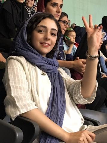 تصویری از خانم بازیگر در استادیوم آزادی