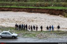 طغیان رودخانه حاجی عرب در قزوین خطر سیل بوئین زهرا و روستاهای اطراف را تهدید میکند  منشاء سیل استان مرکزی است+فیلم