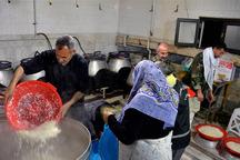 آستان قدس رضوی در آق قلا آشپزخانه و نانوایی  برپا کرد