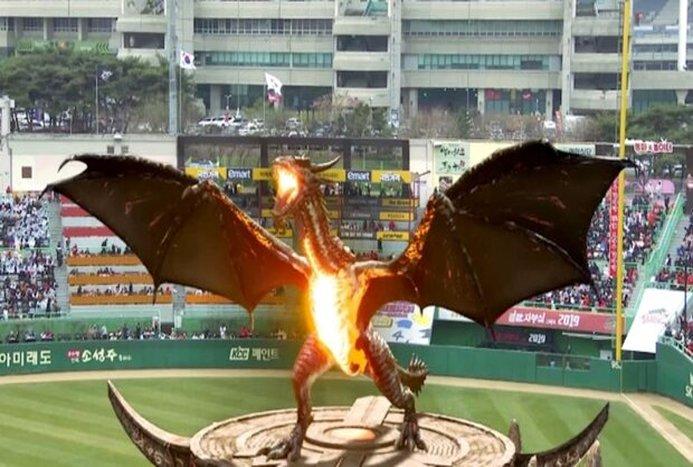 حضور اژدها در ورزشگاهی در کره جنوبی! + ویدیو