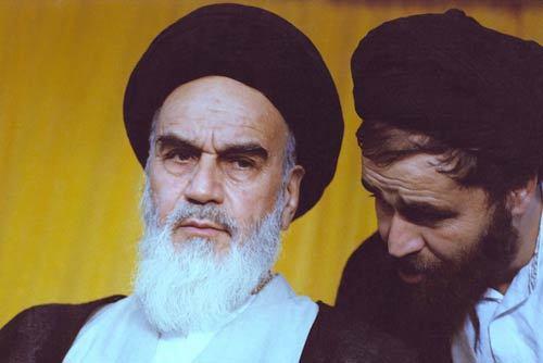 امام خمینی: شهادت مىدهم از  او (سید احمد) رفتار یا گفتارى که برخلاف مسیر انقلاب باشد، ندیدهام