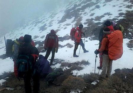 ۴ ساعت جدال برای نجات گردشگر آلمانی در کوه دماوند