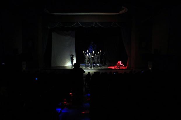 نمایش «آچیلمامیش چیچکلر» و «اصلی ایله کرم» به روی صحنه می رود