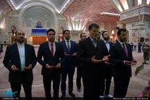 ادای احترام وزیر ورزش عراق نسبت به امام خمینی(س)