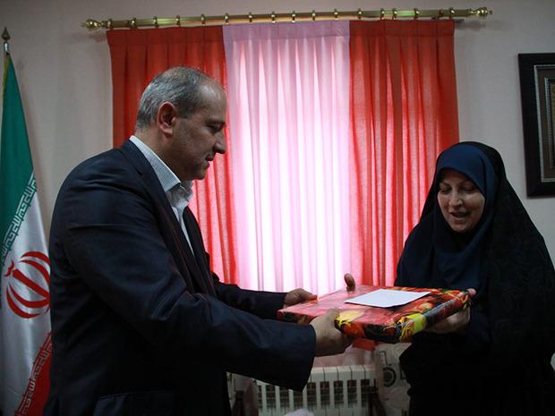 استاندار گلستان از بانوی خبرنگار پیشکسوت تجلیل کرد