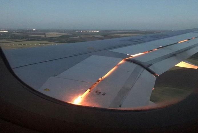 لحظه آتشسوزی در موتور هواپیمای شیراز-مسقط+ فیلم