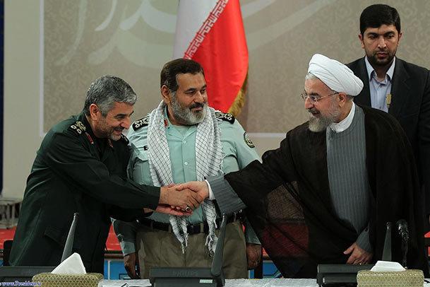 روحانی: نیروهای مسلح برای حل مشکلات مردم  به دولت کمک کنند