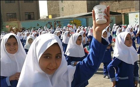 مسمومیت دانش آموزان کرمانی با شیر