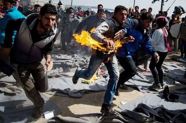 عکس روز/ خودسوزی جوان مهاجر