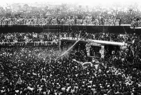27 سال پیش/روح بلند رهبر کبیر انقلاب اسلامی به ملکوت اعلا پیوست