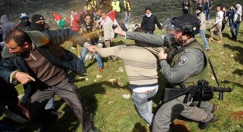 ادامه درگیریها میان فلسطینیها و نیروهای رژیم صهیونیستی در جنوب نابلس