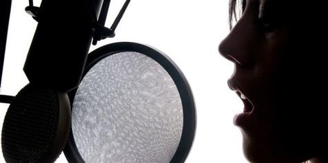 چرا برخی شنیدن صدای خود را دوست ندارند؟