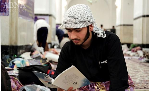 700 نوجوان در مسجد گوهرشاد مشهد معتکف شدند