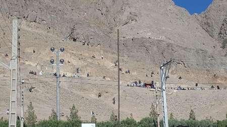 سقوط 3 نفر از کوه در کرمان  مرگ یک دختر بچه