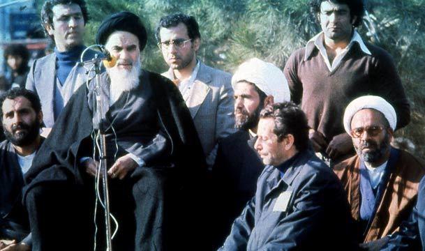 تصویر امام در اولین سخنرانی هنگام ورود به ایران جاودانه می شود