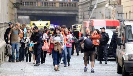 تیراندازی به اتوبوس حامل گردشگران چک در خاک فرانسه