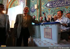 عارف رای خود را در حسینیه ارشاد به صندوق انداخت