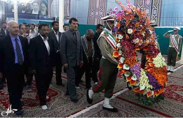 29 نفر از اساتید زبان فارسی دانشگاههای جهان نسبت به امام راحل ادای احترام کردند