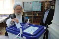 آیت الله مکارم : امیدوارم این انتخابات با آبرو برگزار شود