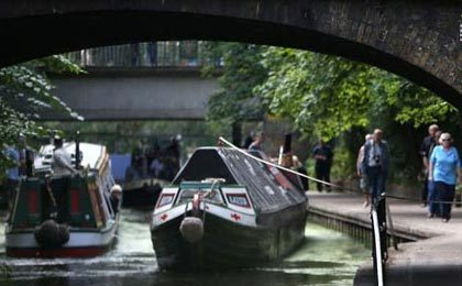 لندن؛ زندگی در قایق، راهی برای فرار از گرانی مسکن