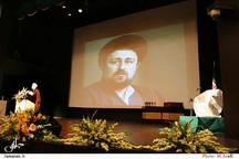 هنرمندان باشجاعت به تولید فیلم درباره امام و انقلاب بپردازند