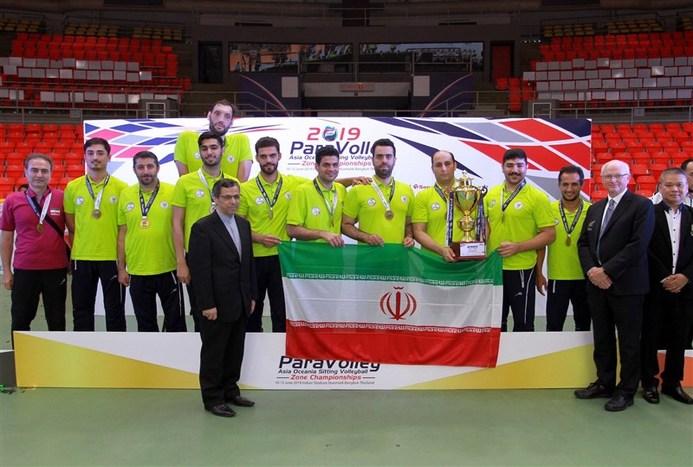 تیم ملی والیبال نشسته روی سکوی قهرمانی رفت+ تصاویر