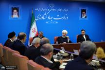روحانی: فضای مجازی که برخی به خاطر آن مدام حرص می خورند را نمی توان از مردم جدا کرد